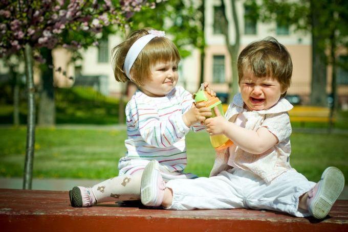 «Ребенка обижают» — Что делать? Защищать, и если да, то как?